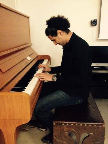 Juhlavieraat saivat kuunnella kaunista pianomusiikkia muun muassa Espin soittamana 24.3.2016