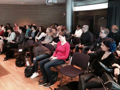Tilaisuuden osallistujat ottivat aktiivisesti osaa kysymyksin ja kommentein. — at Eduskunnan Kansalaisinfo. 17.3.2016