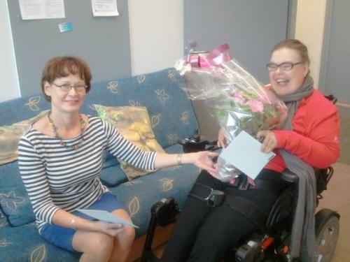 Vammaisfoorumin pääsihteeri Pirkko Mahlamäkeä tämän toukokuisesta valinnasta European Disability Forumin hallitukseen kukin ja kahvein 23.8.2013